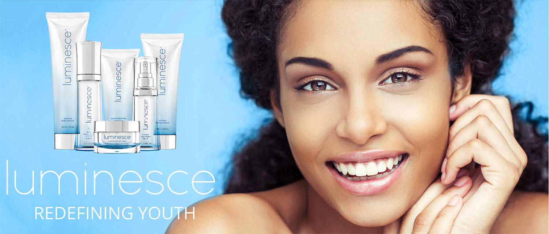 A linha antienvelhecimento de cuidados da pele Luminesce melhora a aparência de linhas finas e rugas, revelando o brilho único da sua pele.